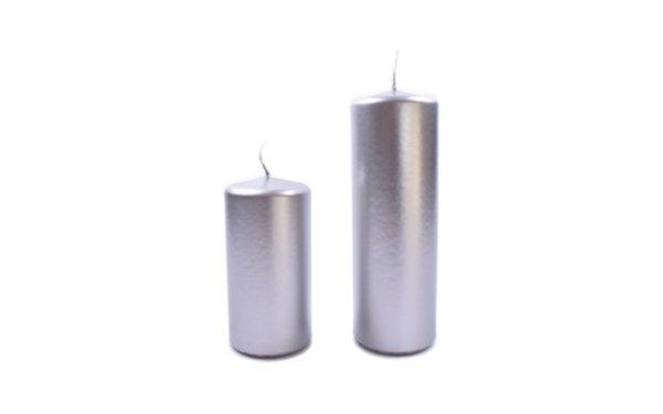 På billedet ser du variationen Bloklys. Guld/Sølv. Overdyppet fra brandet i en størrelse H: 18 cm. B: 6 cm. L: 6 cm. i farven Sølv