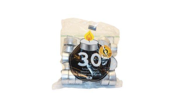 På billedet ser du variationen Fyrfadslys i sølvkop. I pose fra brandet i en størrelse D: 3,5 cm. H: 1,5 cm. i farven Hvid