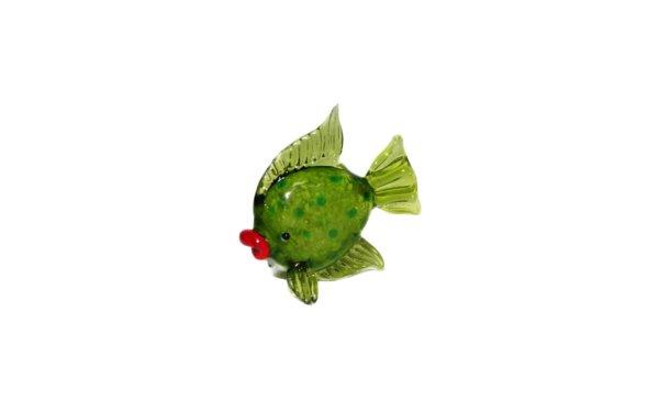 På billedet ser du variationen Glasdyr. Grøn fisk fra brandet i en størrelse H: 5 cm. B: 5,5 cm. i farven Grøn