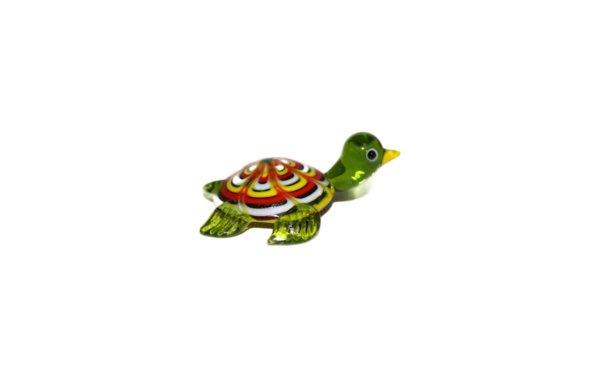På billedet ser du variationen Glasdyr. Skildpadde fra brandet i en størrelse H: 2,5 cm. B: 6,5 cm. i farven Grøn