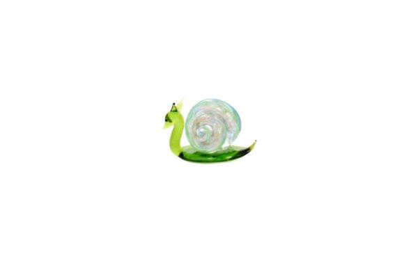 På billedet ser du variationen Glasdyr. Snegl fra brandet i en størrelse H: 4,5 cm. B: 7 cm. i farven Grøn