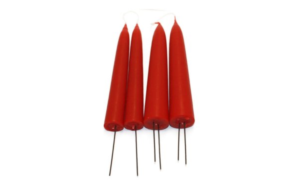 På billedet ser du variationen Adventslys. Gennemfarvede fra brandet Ejstrup Lys i en størrelse D: 2,8 cm. H: 20 cm. i farven Julerød